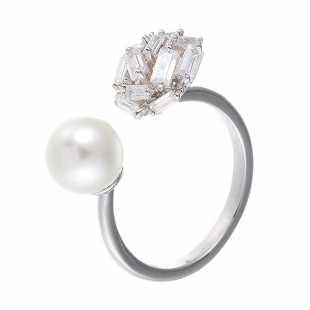 Кольцо из серебра 925 пробы с фианитами и культивированными жемчугами (17,5)