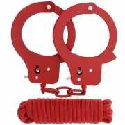 Красные наручники из листового металла в комплекте с веревко...